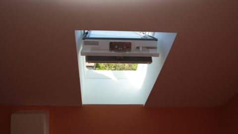 Fenêtre de toit à énergie solaire