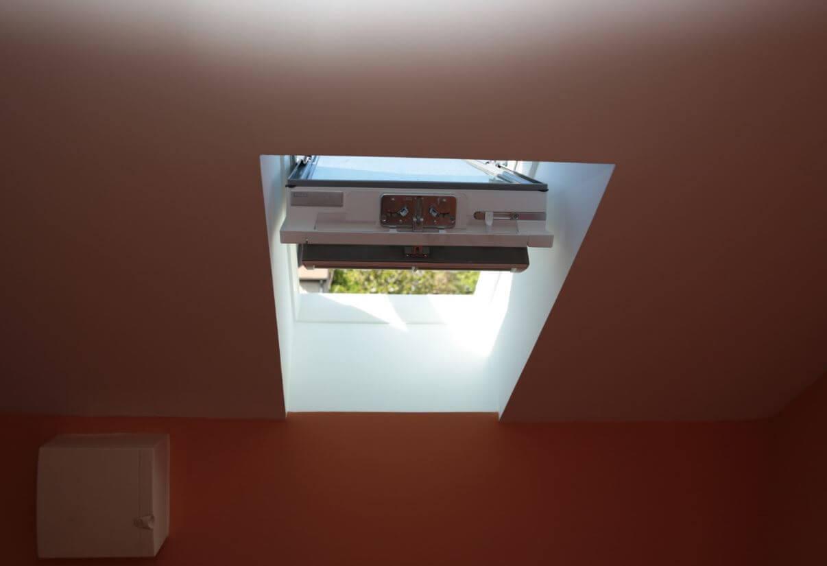 velux solaire ne fonctionne plus latest changement de fen tre de toit velux with velux solaire. Black Bedroom Furniture Sets. Home Design Ideas